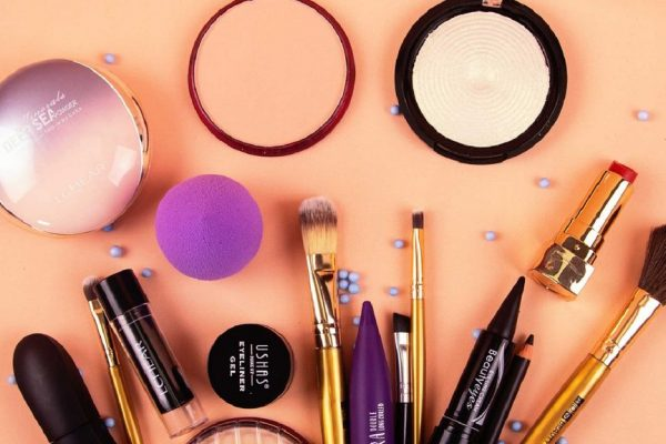 make-up-kit-1024x576